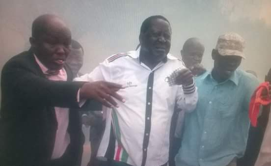 GSU THROW TEAR GAS AND HOT WATER AT RAILA DURING IEBC DEMONSTRATION