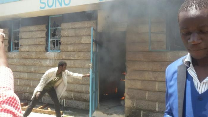 UON STUDENTS BURN DOWN BABU OWINO SONU OFFICES IN CAMPUS