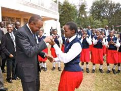 WATCH UHURU KENYATTA DANCE WITH HIGH SCHOOL STUDENT. KULA KWA MACHO